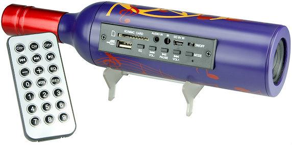 Vinflaska med USB-högtalare och radio