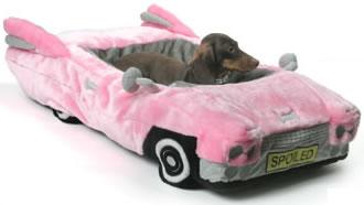 Hund i rosa Cadillac