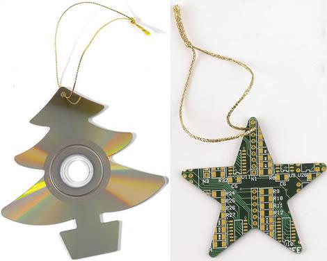 Julgransdekoration av CD-skivor och kretskort