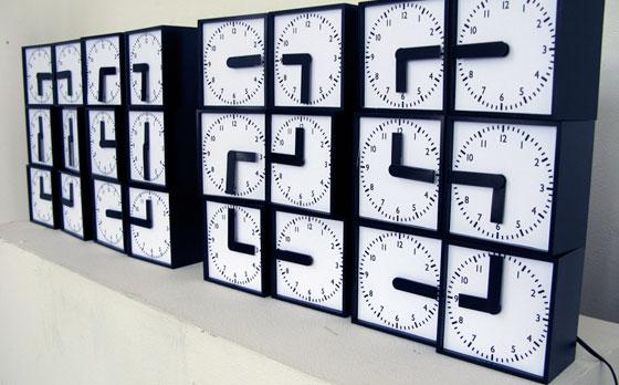 Clock Clock - 24 analoga klockor bildar tillsammans 1 digital
