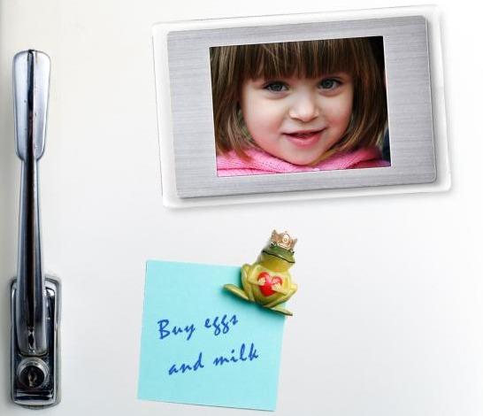 Digital fotoram som kylskåpsmagnet