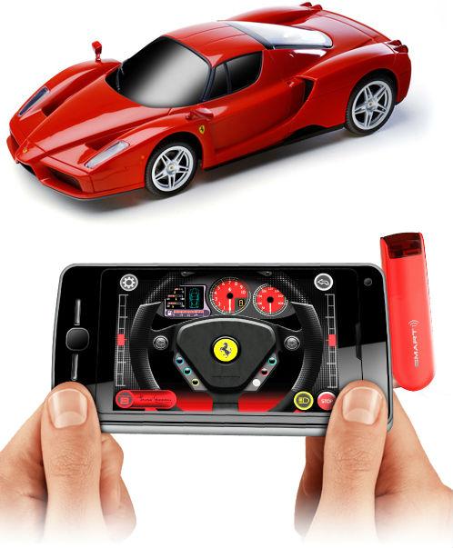 Ratta Ferrari med smartphone eller tablet