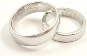 Förlovningsringar med fingeravtryck