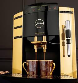 Guldpläterad espressomaskin