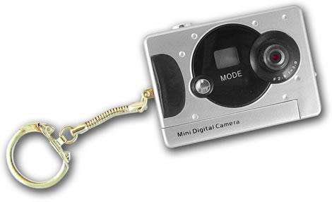 Liten digitalkamera i nyckelring