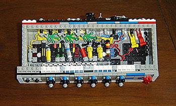 Förstärkare av Lego