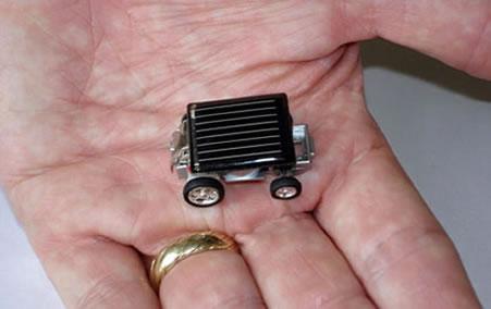 Världens minsta solenergidrivna bil