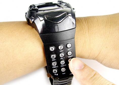 Mobiltelefonklocka med knappsats på armbandet