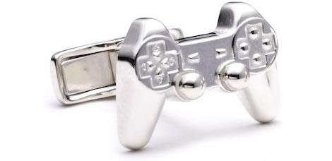 PlayStation handkontroll som manschettknappar