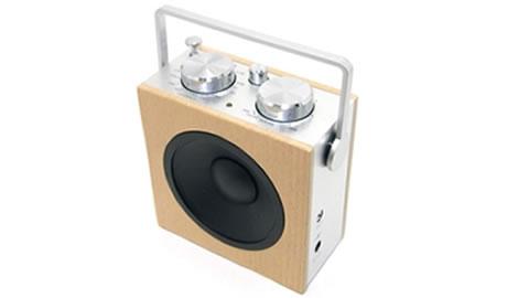 Liten radio och högtalare