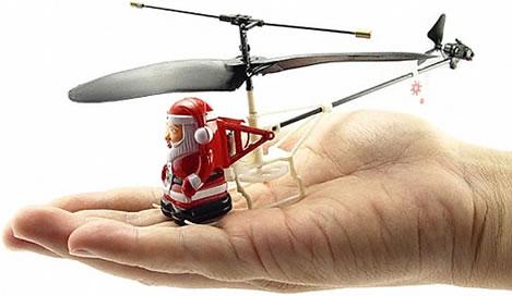 Jultomte i radiostyrd minihelikopter