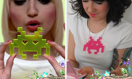 Space Invaders som halsband