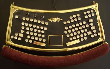 Tangentbord i steampunk-stil