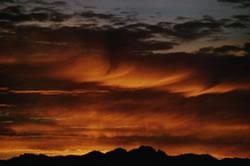 Moln och soluppgång